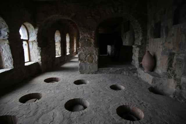 Lagringsrom for kvevrier i kloster i Kakheti. Foto: Maya Bøcman Vinje